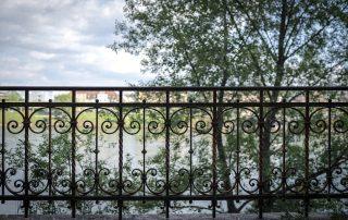 Polistuc metal gate